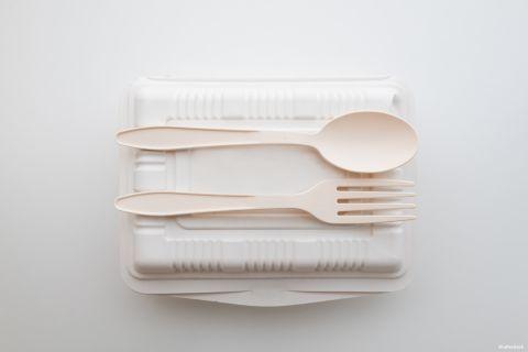 komposztálható (?) műanyag étkészlet
